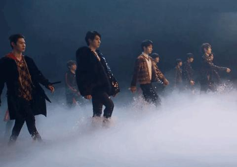 郭敬明给《少年之名》拍的MV,几万的香奈儿在水里泡
