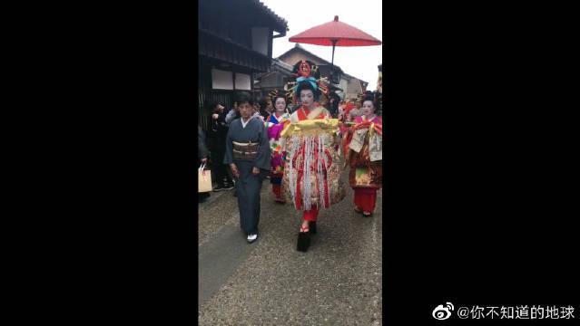 原来日本花魁是这样游街的,好像僵尸出游,胆小的误入啊!