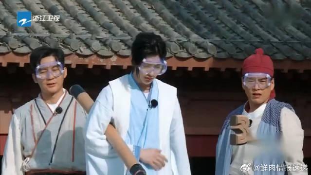 """蔡徐坤唱""""咒语""""杨颖爆笑模仿,哈哈哈~在唱什么啊!"""