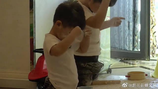 安吉和小鱼儿玩面粉,胡可大怒给沙溢打电话,沙溢:管不了!
