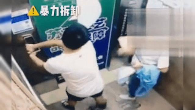 23岁男子扯下电梯指纹锁高楼抛下 其母:他还是孩子 2019年事件