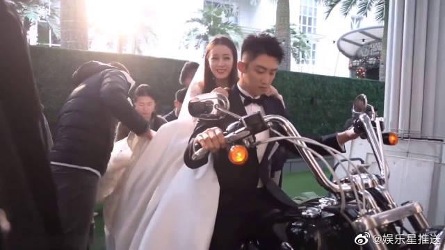 幸福触手可及摩托车婚礼花絮~ 周放新娘穿了个东北上炕的鞋子配婚