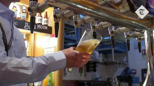 英国酒吧今天开门,老爷爷们终于可以坐下来和朋友喝一杯了