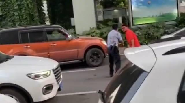 你开枪啊!武汉一男子驾车袭警还不断言语挑衅 民警果断开枪制服