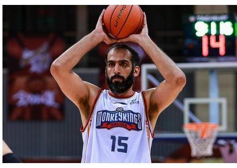 得分19-10,篮板11-5,助攻5-1,说35岁的哈达迪完爆周琦不过分