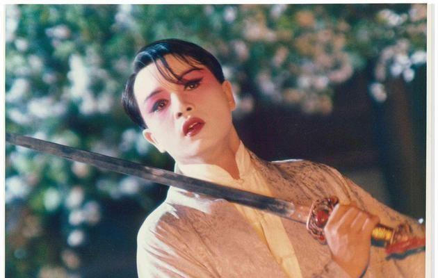 《霸王别姬》中,程蝶衣,爱戏,爱惨了台前幕后的真假霸王