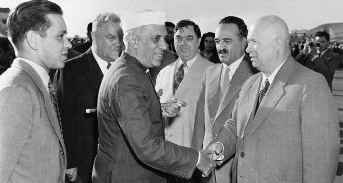 苏联援助印度30年:付出100多亿美元,最后遇赖账,到底图个啥?