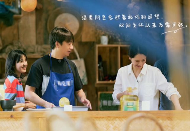 黄磊做菜翻车,叫花鸡烤得没法吃,何炅维嘉的反应太暖心