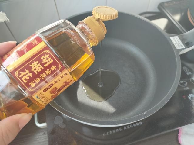糖醋排骨的家常做法,酸甜可口,做法简单,厨房小白也可轻松学会