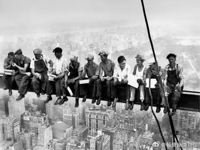 摩天大楼顶端的午餐   查尔斯·艾柏兹   1932年纽约 1932年……