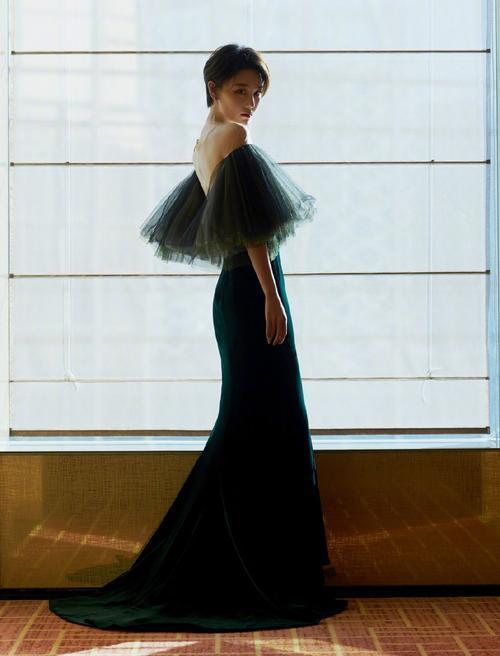 """张馨予真适合穿""""鱼尾裙"""",凹凸曲线太完美,身材比例真标准"""