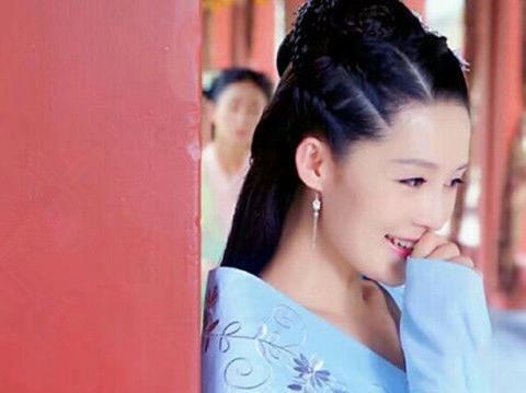 当古装美人偷听时,李沁、郑爽、林依晨你觉得谁最美?