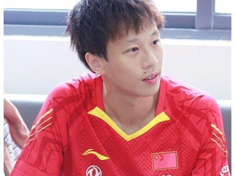 国乒世界冠军回母校教球!教给小队员成长诀窍,他因张本智和坏事