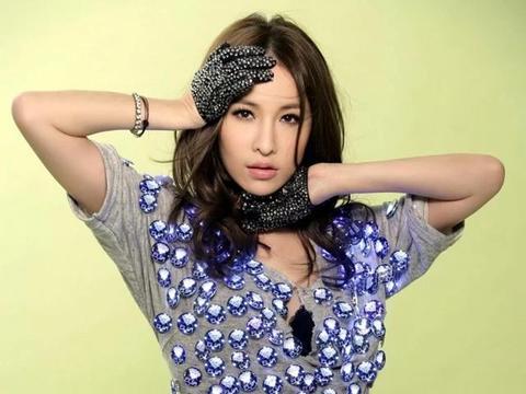 娱乐圈发文悼念粉丝的明星,杨紫赵丽颖上榜,萧亚轩排第几?