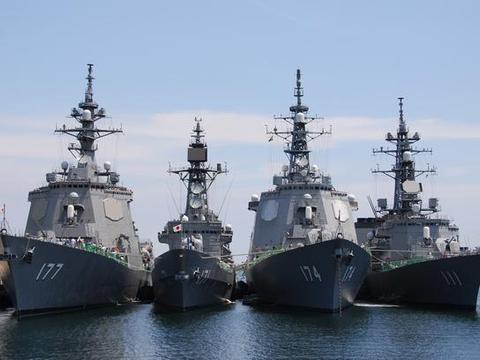 日本再次冒进,海上自卫队护航允许开火,专家:已经露出狐狸尾巴