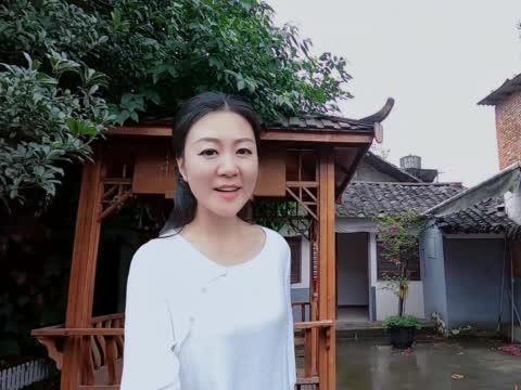 和朋友一起来到双流彭镇,看看老茶馆对面8间房的院子租多少钱