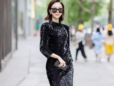 街拍:小姐姐黑色露背连衣裙,实在太美了,戴上墨镜气场强大