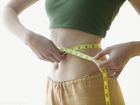 减脂成功腰腹两侧赘肉还在,你还需要针对性动作,让腰腹变紧致