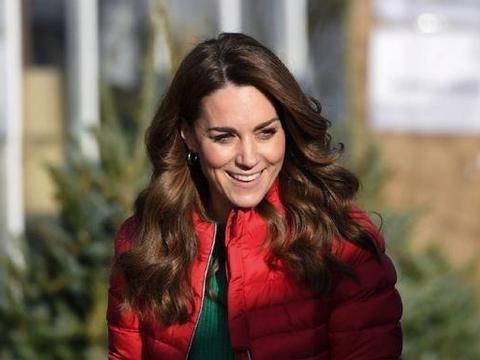 凯特王妃参加慈善活动,透露路易王子甜蜜细节,羽绒服穿出独特美