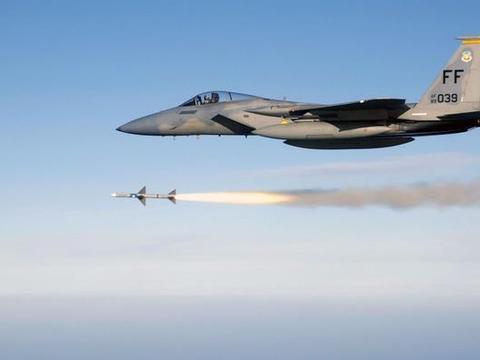 美国联军突然动武,猛烈轰炸伊朗多处基地,持续1个多小时