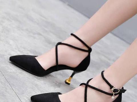 复古气息绑带凉鞋,能无限地让腿显长显瘦,仙女必备单品
