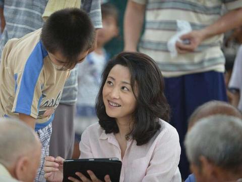 53岁刘蓓近照,三婚嫁张若昀父亲,如今被宠成公主