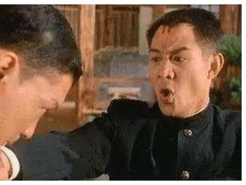 """他曾打断李连杰手臂,一脚""""踢飞""""吴京,今62岁却成温柔大叔"""