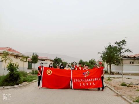 惠农区组织青年志愿者在育才路街道庆安社区开展创城志愿服务活动