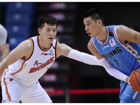 林书豪20+8翟晓川抢13篮板,邹雨宸16+5,北京4人上双大胜八一!