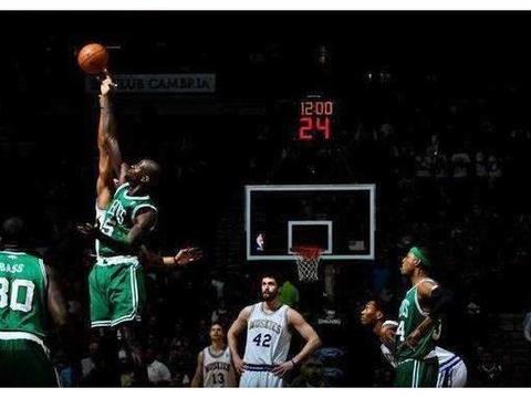 NBA谁能摸到篮板上沿?卡特高中时期天天摸,麦基只摸到一次