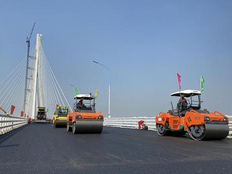 历时6年,沪苏通大桥正式建成通车,将带动苏北经济