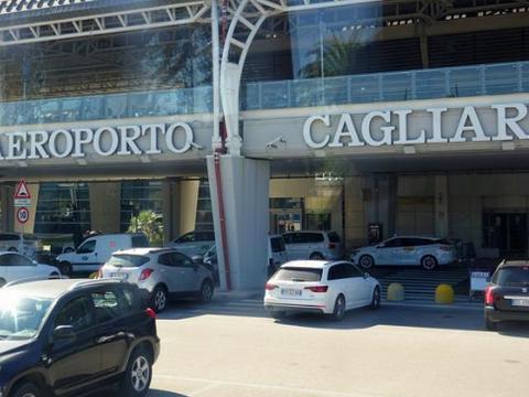 5个美国人坐私人飞机去意大利度假,因美国防疫不达标被拒绝入境