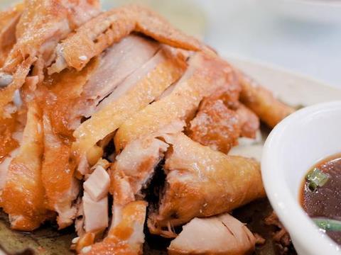 面皮荷叶叫花鸡,鸡肉就面饼荷香浓郁鸡味淸鲜,江湖美食家常做法