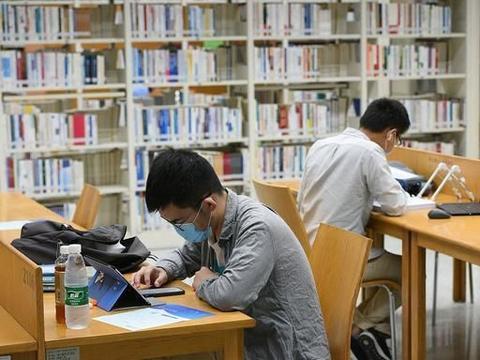 211大学的师范生竟放弃北大硕博连读,网友:他有自己的难处!