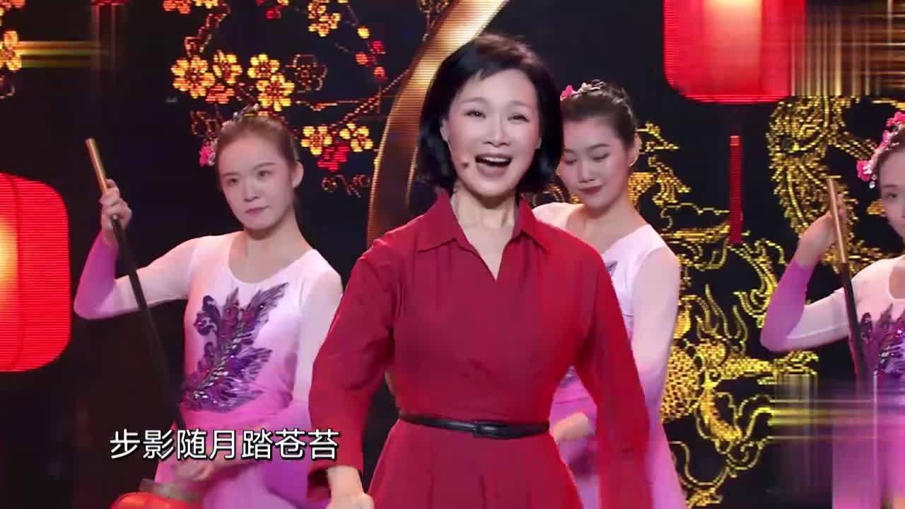 歌唱家吕薇表演越剧《红楼梦》,唱腔委婉缠绵太动人
