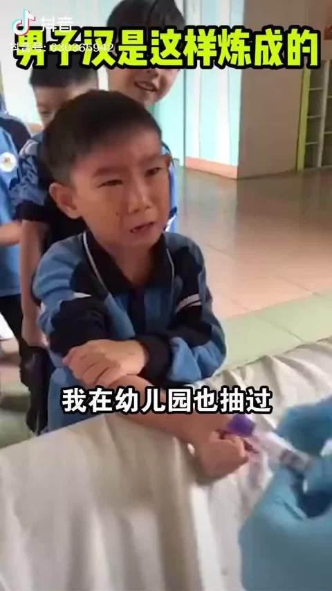 放最狠的话,做最怂的事,小小男子汉太可爱了