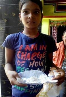 """11岁印度女孩眼中流出""""不明棉絮"""",医生束手无策,女孩说这话"""