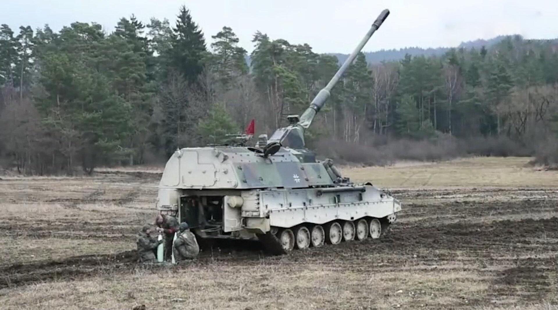德国陆军PZH2000自行榴弹炮,全球备受青睐的先进火炮之一!