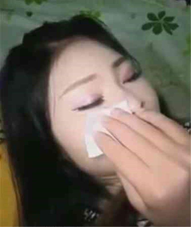 男子在女友睡觉后,悄悄帮她卸妆,第二天直接提出分手,女友笑了
