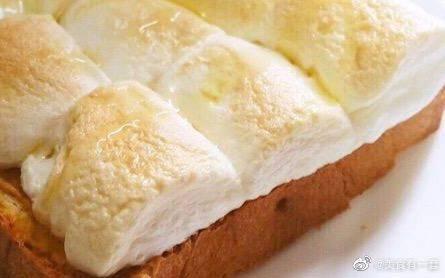 卡路里大爆炸:蜂蜜糖块+烤棉花糖+奶酪面包块