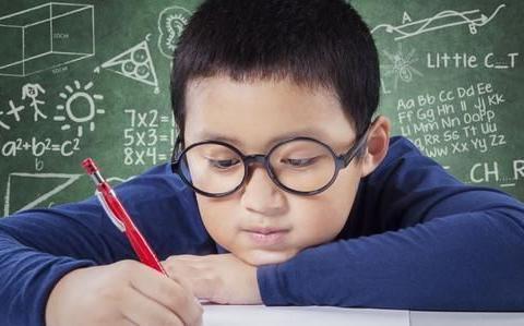 近视成为孩子中的常态,科学保护眼睛,每个家长都在误区中