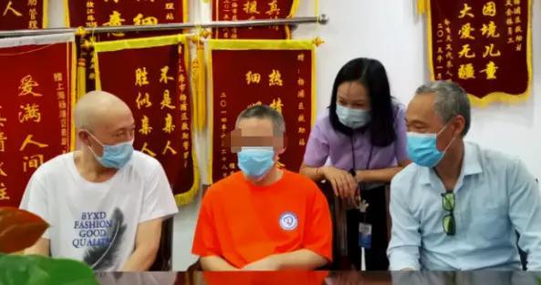 """""""高材生""""上海街头流浪十年返乡 同学:曾是村里希望"""