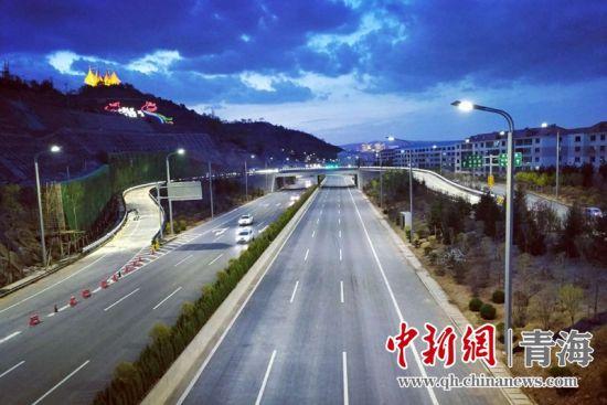 青海西宁机动车保有量超70万辆 平均每三人一辆车