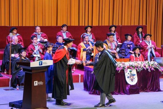 宁波诺丁汉大学为本科生举行英式毕业典礼 全球同步直播