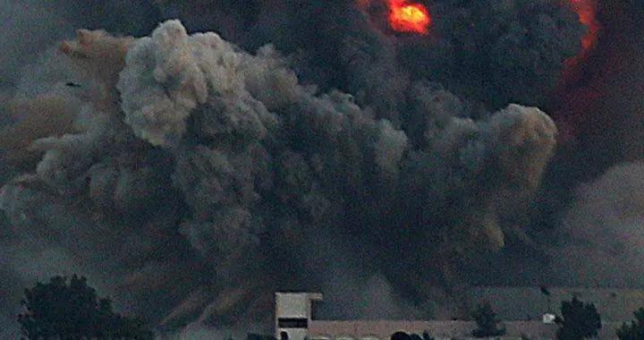 连导弹报复都不怕,又一伊朗高官遭遇刺杀,猛烈爆炸后升起大火球