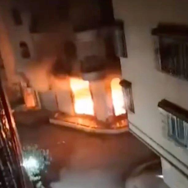 痛心!一家5口火灾遇难,消防车被私家车阻挡无法及时进入……