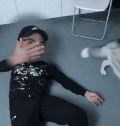 宠主装休克试探哈士奇,接下来狗狗的行为,把宠主气的要吃狗肉
