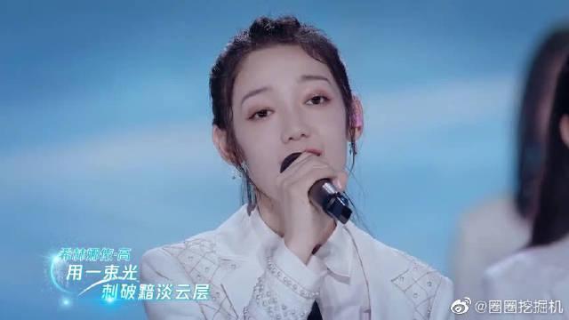 第三次公演结束,全体成员送给创始人的一首歌!张艺凡的歌声好甜