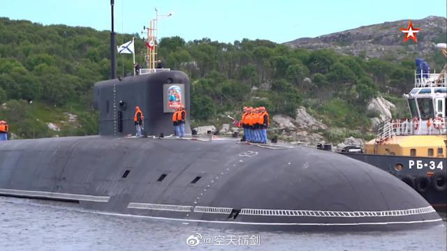 """""""弗拉基米尔大公""""号核潜艇抵达北方舰队的主要潜艇基地加兹耶沃"""