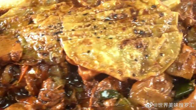 韩国大胃王胖哥,吃超大盘鸡肉炖粉条,大口吃得太香了